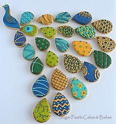 Peacock Cookies- instead of cupcakes Bird Cookies, Fancy Cookies, Cut Out Cookies, Cute Cookies, Royal Icing Cookies, Cupcake Cookies, Sugar Cookies, Peacock Cake, Peacock Cupcakes