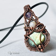 One of a kind wire wrapped copper pendant with Labradorite cabochon, Amethyst and Agate beads #copperjewelry #wirejewelry #pendantnecklace #wirewrapped #labradorite #gemstones #amethyst #agate #gemastonejewelry #instajewelry #instagood #fashion #fashionjewelry #beautiful #jewellery #artual #schmuck #ékszer #etsy #etsyseller #etsyshop #handmadejewelry #oneofakindnecklace #giftforwomen #christmasgift #statementpendant #green #labradoritejewelry #colorfuljewelry