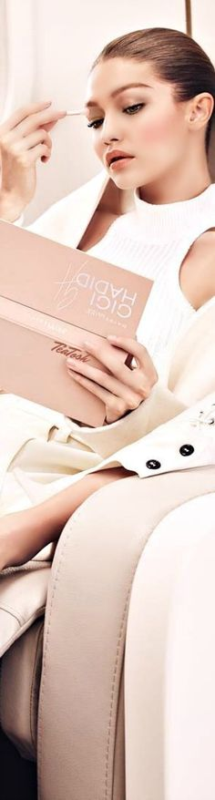 ❇Téa Tosh❇ #GIGIxMAYBELLINE JETSETTER PALETTE Beige Nails, Vogue Models, Get Glam, Glamour Beauty, Color Me Beautiful, Girls Time, Flawless Face, Felt Hearts, Style And Grace