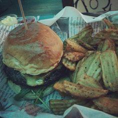 Bullys Cheese Burger mit cornfries, ein Fest #Fastfood #Frankfurt #Burgertime