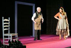 La obra de Lorca llevada a escena por el Teatro del Norte. El viejo y la niña, pero esta vez es la niña quien lleva las riendas de la relación. http://www.edu365.cat/eso/muds/castella/lectures/zapatera/antes.htm