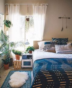 You have a nice living room but no room? And if you partition your living room to create this room you dream? How to create two separate spaces in a room without heavy work? Bohemian Bedroom Decor, Cozy Bedroom, Bedroom Ideas, Modern Bedroom, Bohemian Room, Design Bedroom, Scandinavian Bedroom, Bedroom Inspo, 70s Bedroom