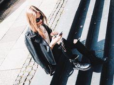 Alexandra Carolin Thiele wearing REPLAY Skinny Jeans Luz. Check it out here: https://www.replayjeans.com/de/shop/product/damen/jeans/jeans-skinny/skinny-fit-jeans-luz/pc/48/c/52/sc/57/5187 #replayjeans #replay #replaygermany #skinnyjeans #denim #alexandracarolinthiele