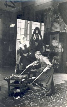 You can tell a lot about an artist from watching them work in the studio. Here I will feature 37 photos of famous artists hard at work in the studio. Artist Life, Artist Art, Artist At Work, Spanish Painters, Spanish Artists, Famous Artists, Great Artists, Atelier Photo, Klimt