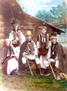 Ukraine - Village of Ispas, Vyzhnytsia district, Chernivtsi oblast Vintage Pictures, Old Pictures, Old Photos, Good Prayers, Ethno Style, Ukrainian Art, My Heritage, Historical Costume, People Around The World