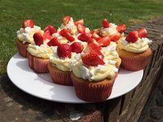 Caroline Makes....: Eton Mess cupcakes