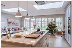 Awesome Roof Lantern Extension Ideas - The Urban Interior Open Plan Kitchen Living Room, Kitchen Family Rooms, New Kitchen, Kitchen Decor, Kitchen Ideas, New England Kitchen, Kitchen Interior, Kitchen Sofa, Butler