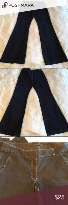 """🆕Listing! Express Dark Denim Flare Trousers Super chic Express dark denim flare trousers. In excellent condition. Can be dressed up or down. Size 4. Very stretchy. Waist 14.5"""", rise 7.75"""", inseam 32"""". ❌NO TRADES ❌NO LOWBALLING❌ Express Pants Boot Cut & Flare"""