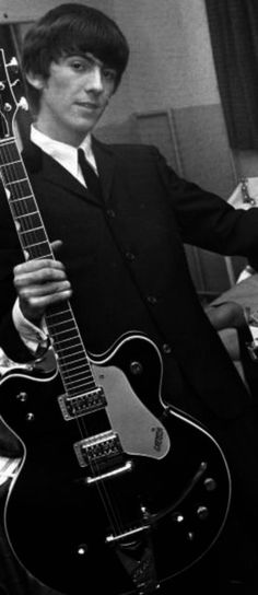 Gretsch Country Gentleman and George Harrison … George Harrison, Great Bands, Cool Bands, Rock Music, My Music, Liverpool, John Lennon Paul Mccartney, Les Beatles, The Fab Four