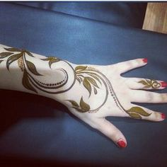 No photo description available. Pretty Henna Designs, Indian Henna Designs, Floral Henna Designs, Bridal Henna Designs, Mehndi Designs For Fingers, Henna Designs Easy, Beautiful Mehndi Design, Latest Mehndi Designs, Mehndi Designs For Hands