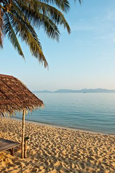What we love about Koh Samui - The soft clear sand with unspoilt views over the calm crystal blue waters from Bophut Beach.