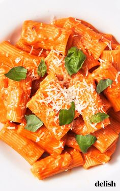 You'll Want To Lick The Skillet Clean Of This Creamy Penne Alla Vodka - Delish Penne Alla Vodka, Vodka Pasta, Vodka Rigatoni, Vodka Recipes, Sauce Recipes, Pasta Recipes, Cooking Recipes, Dinner Recipes, Best Penne Ala Vodka Recipe