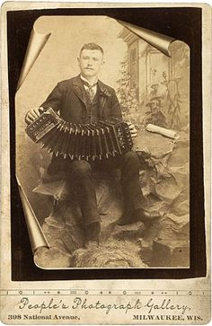 tuesday-johnson: ca. [cabinet card, portrait of an accordion player], People's Photograph Gallery via Cowan's Auction Antique Photos, Vintage Pictures, Vintage Photographs, Vintage Images, Old Photos, Vintage Men, Kinds Of Music, Music Love, American Folk Music