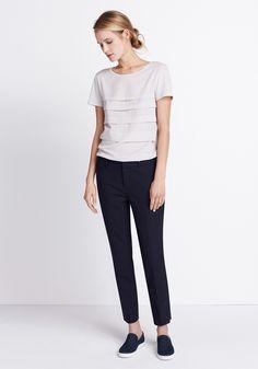 Outfit New Stripes van someday Fashion: grijs shirt, donkerblauwe pantalon