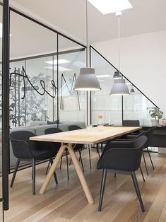 A good office interior design will make you feel comfortable to do your daily job. Today an office interior design is important too as same as a home interior. Modern Office Design, Office Interior Design, Home Office Decor, Office Furniture, Furniture Design, Home Decor, Office Designs, Simple Interior, Room Interior
