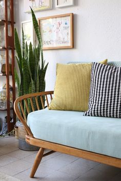 Ercol day bed studio couch 355 Daybed In Living Room, Living Room Decor Curtains, Ercol Furniture, Spare Bed, House Extension Design, Apartment Sofa, Mid Century Living Room, Kitchen Benches, Couches