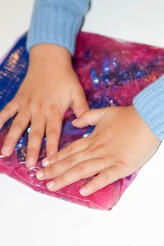 Create a sparkly squishy sensory bag for tactile sensory play without the mess Valentine Sensory, Valentines Day Activities, Fun Activities For Kids, Sensory Activities, Infant Activities, Sensory Play, Baby Sensory, Sensory Table, Group Activities
