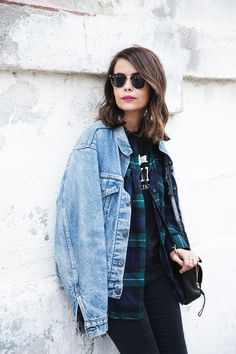 Layer texture, graphics, material - polished hair and simple makeup can make any layering look great. homies_tee-checked_shirt_vintage_levis-outfit-street_style-29