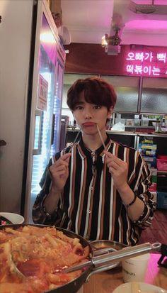 i.n (stray kids) K Pop, Boyfriend Watch, Felix Stray Kids, Kids Wallpaper, Wallpaper Lockscreen, Lee Know, The Villain, Asian Boys, Lee Min Ho