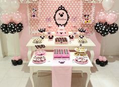 Minnie Mouse Party Love the polka dots! Minie Mouse Party, Minnie Mouse Theme Party, Mickey Mouse Clubhouse Birthday, Minnie Mouse Pink, Minnie Birthday, Mickey Party, Mouse Parties, First Birthday Parties, Baby Girl First Birthday