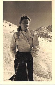 Vintage Ski Fashion – 48 Snapshots of Female Skiers From the and ~. Alpine Skiing, Snow Skiing, Winter Fun, Winter Sports, Ski Vintage, Vintage Sport, Ski Fashion, 1930s Fashion, Ski Posters
