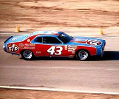 "My favourite ""Cup car"". Nascar Race Cars, Old Race Cars, Richard Petty, King Richard, Look Retro, Mopar Or No Car, Hot Rod Trucks, Sports Sedan, Vintage Race Car"
