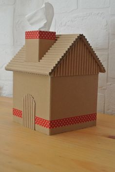 Boite à mouchoirs – Keep up with the times. Cardboard Box Houses, Cardboard Box Crafts, Wooden Crafts, Paper Crafts, Popsicle Stick Crafts, Craft Stick Crafts, Home Crafts, Diy And Crafts, Diy For Kids