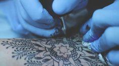 Guy le tatooer by valentin petit. Tournage vidéo compagnie de Guy le tatooer: artiste de 30 ans résidant à Toulouse.