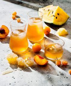 glamourgermanyDu bist Sangria-Fan? 🎉� Ja? Dann solltest du unbedingt die neue Version des Kult-Sommer-Drinks ausprobieren: Weiße Sangria 🤗 Der Drink sorgt sofort für Urlaubsfeeling 🌴�