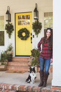 Christmas front porch with yellow door from @simplysoutherncottage.