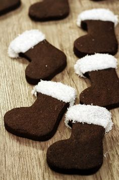 Look at these little chocolate Christmas socks! They look delicious, right? They are easy to make and perfect as treat or dessert for the December days. Sweet Desserts, Dessert Recipes, Xmas Cookies, Christmas Chocolate, Happy Foods, Christmas Baking, Diy Christmas, Winter Food, Creative Food