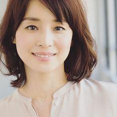 石田ゆり子が…一気に「アラフィフの女神」に!なるほど美テク3つ - 美レンジャー Classic Beauty, My Beauty, Beauty Women, Asian Beauty, Hair Beauty, Japanese Beauty, Brunette Hair, Hair Designs, Beautiful Actresses
