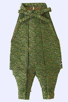 tatsukebakama ( pantalon plus bouffant) Samurai Clothing, Japanese Outfits, Japanese Clothing, Pants Tutorial, Martial, Funky Pants, Japanese Costume, Baggy, Contemporary Dresses