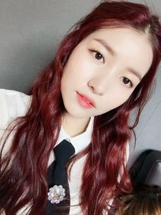 GFriend - Sowon Kpop Girl Groups, Korean Girl Groups, Kpop Girls, Gfriend Sowon, My Wife Is, G Friend, Just Girl Things, Interesting Faces, Beautiful Asian Girls