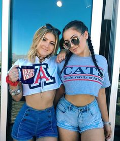 College apparel is great for back to school! Tumblr Bff, Tumblr Girls, Best Friend Pictures, Friend Photos, College Outfits, College Girls, College Life, Only Shorts, Tailgate Outfit