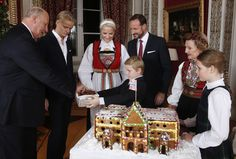 anythingandeveythingroyals: Norwegian Royal Family Christmas Photocall, December 2014-King Harald, Marius Høiby, Crown Princess Mette-Marit, Crown Prince Haakon, Prince Sverre Magnus, Queen Sonja and Princess Ingrid Alexandra