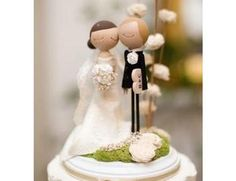 Noivinhos em madeira pintada para topo de bolo de casamento