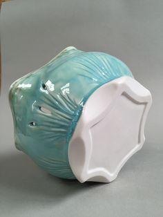 Lynda-Anne Raubenheimer - porcelain bowl with hand carved foot reflecting the rim