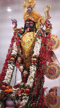 So beautiful Kali! Navratri Wallpaper, Mother Kali, Kali Mata, Kali Goddess, Om Namah Shivaya, Radhe Krishna, Divine Feminine, Deities, India