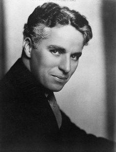 Charles Chaplin! Love this face!