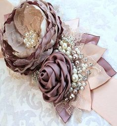 Organza Flowers, Lace Flowers, Felt Flowers, Flores Shabby Chic, Shabby Chic Flowers, Silk Ribbon Embroidery, Fabric Ribbon, Dusty Pink Weddings, Making Fabric Flowers