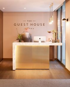 70 ideas for design interior salon reception desks Nail Salon Decor, Hair Salon Interior, Beauty Salon Decor, Beauty Salon Design, Beauty Salons, Small Beauty Salon Ideas, Small Salon Designs, Salons Decor, Nail Salon Design