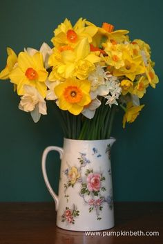 Buy British Grown Cut Flowers for Valentine's Day 2015 Flowers For Valentines Day, Mothers Day Flowers, Is It Spring Yet, Spring Time, Daffodils, Tulips, Daffodil Flower, Still Life Photos, Cut Flowers