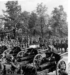 The German victory parade in Warsaw, Oct Hitler and his generals attending. Luftwaffe, World History, World War Ii, Poland History, Invasion Of Poland, Victory Parade, History Photos, German Army, War Machine
