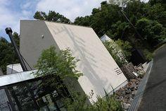 浜松市都田町にあるドロフィーズキャンパスの最東にある白のminkaアゴラ棟。ふんだんに割栗石を使用したドライガーデンです。 建物の凛とした空気感に自然のナチュラル感と加わって双方を引き立たせています。 www.slow-garden.net 静岡県浜松市  ·  静岡県浜松市北区都田にあります株式会社 都田建設 「DLoFre's(ドロフィーズ)」のエクステリアチーム「Slow Garden」のアカウントになります。 浜松市を中心に磐田市、袋井市、掛川市、湖西市、豊橋市、豊川市、新城市周辺の静岡県西部から愛知県東部で庭づくりを行っています。