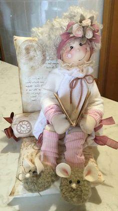 tiziana confermo's media statistics and analytics Diy Rag Dolls, Sewing Dolls, Doll Head, Doll Face, Country Crafts, Waldorf Dolls, Soft Dolls, Handmade Design, Fabric Dolls