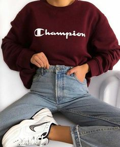 Most up-to-date Pics hadley🤩 süß teen champion nike outfit jeans rot bequem hübsch modisch Style On hot summer days, every little bit of fabric on the skin is a bit too much. Casual School Outfits, Cute Comfy Outfits, Winter Fashion Outfits, Retro Outfits, Stylish Outfits, Vintage Outfits, Fashion Fashion, Casual Nike Outfits, Outfits With Red