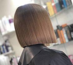 Blunt Bob Haircuts, Inverted Bob Hairstyles, Straight Hairstyles, Trendy Hairstyles, Bob Hairstyles Brunette, Brunette Hair, Straight Long Bob, Shaved Bob, One Length Bobs