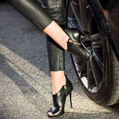 748b42f9106a3 giuseppe-zanotti-malika-booties Wysokie Obcasy Kobiet, Giuseppe Zanotti  Design, High