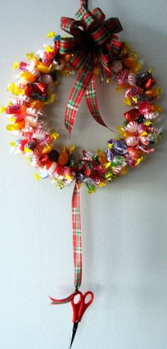 How to make a candy wreath for a school office home or DIY handmade gift idea. Perfect inexpensive Christmas present idea Christmas Eve Box, Diy Christmas Ornaments, Christmas Candy, Homemade Christmas, Holiday Crafts, Candy Wreath, Diy Wreath, Diy Gifts, Handmade Gifts